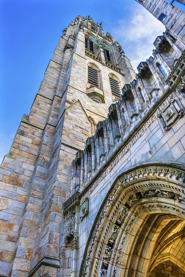 Gammal universitetsområde Yale University New Haven Connecticut för ärke- Harkness torn arkivfoton