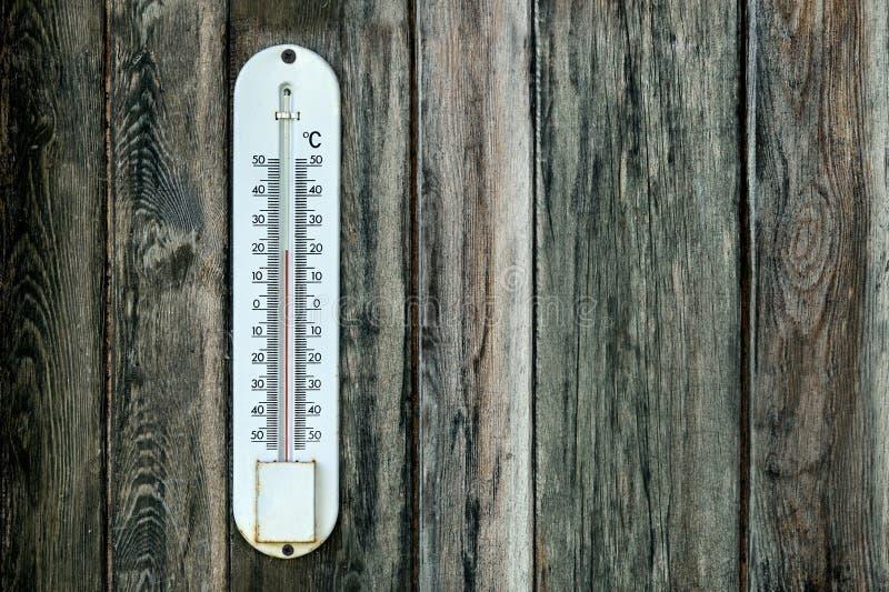 16 Gammal Utomhus Termometer Foton Gratis och royaltyfria