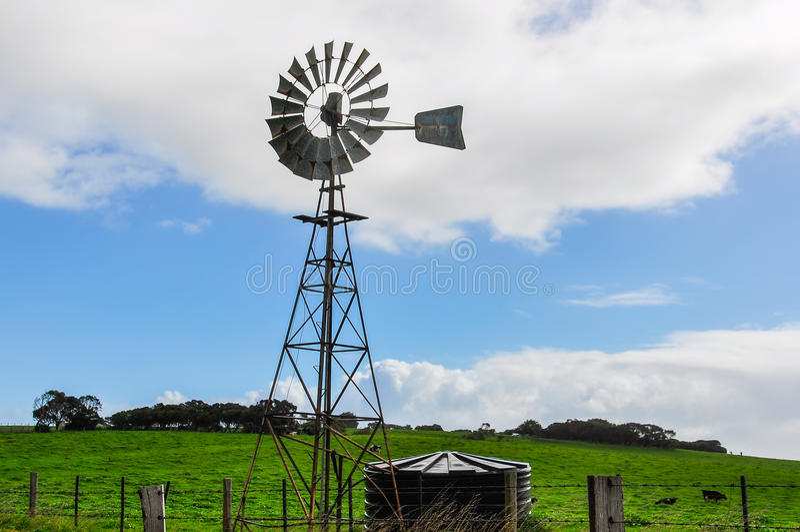 Gammal väderkvarn nära Warrnambool, Australien royaltyfri fotografi