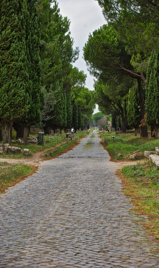 Gammal väg på den Apian vägen Rome royaltyfria bilder