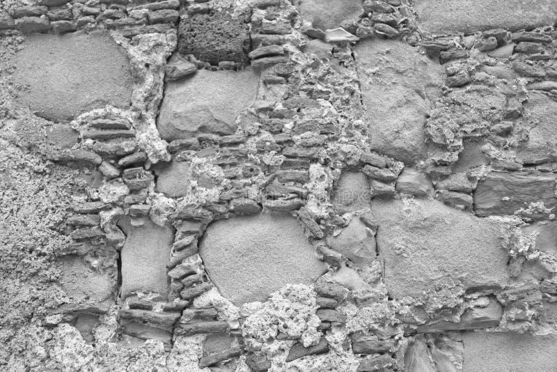 Gammal vägg av stora och små stenar gråa stenar Grå färgbakgrund Bakgrund av den gamla Gray Stones För design garnering och arkivfoton