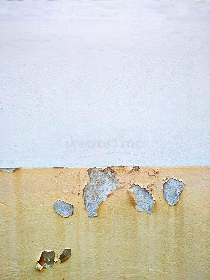 Gammal väggbakgrund, inre byggande betong och spricka på väggtextur med konstruktion arkivbilder