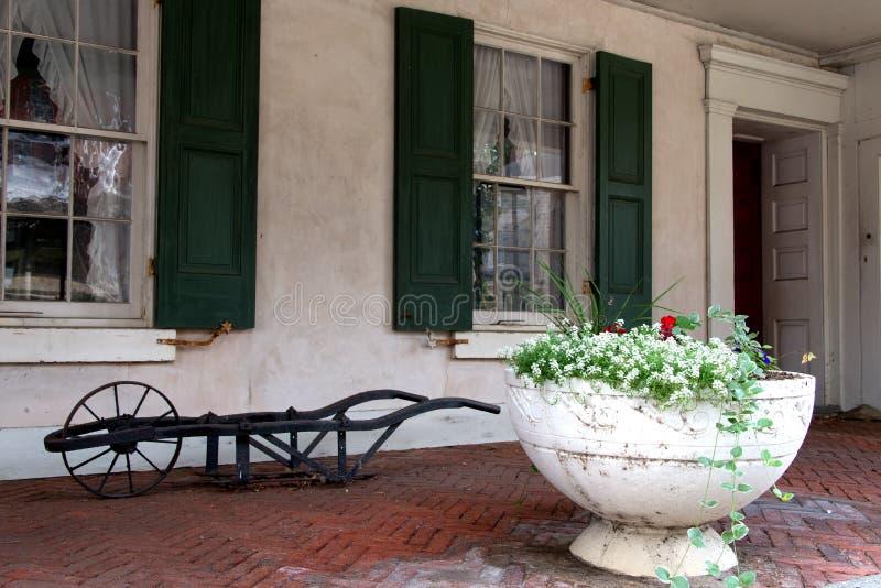 Gammal veranda royaltyfria bilder