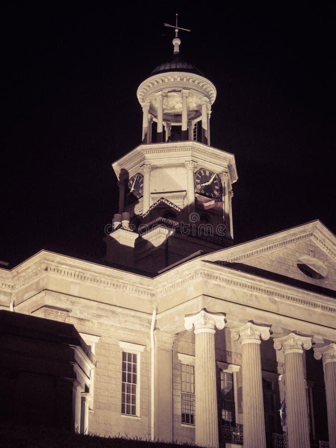 Gammal Vicksburg Mississippi domstolsbyggnad på natten arkivbilder
