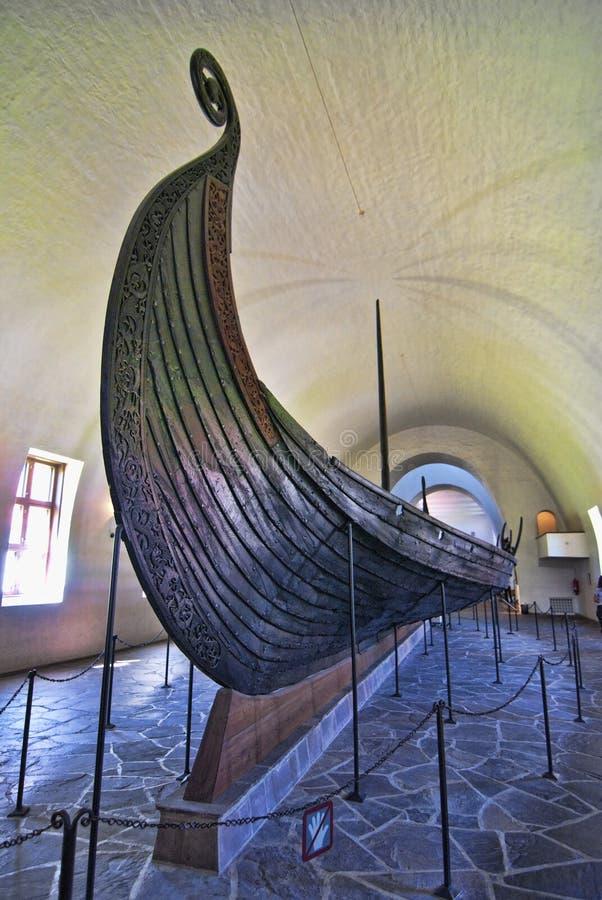 Gammal Viking Ship synlig i ett Oslo museum, Norge arkivfoto