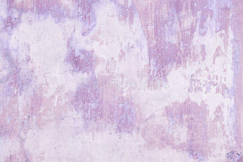 Gammal violett bakgrund för grungeväggtextur arkivbilder