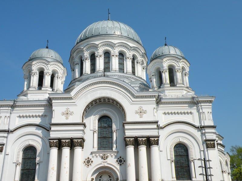Gammal vit härlig kyrka, Litauen arkivfoton