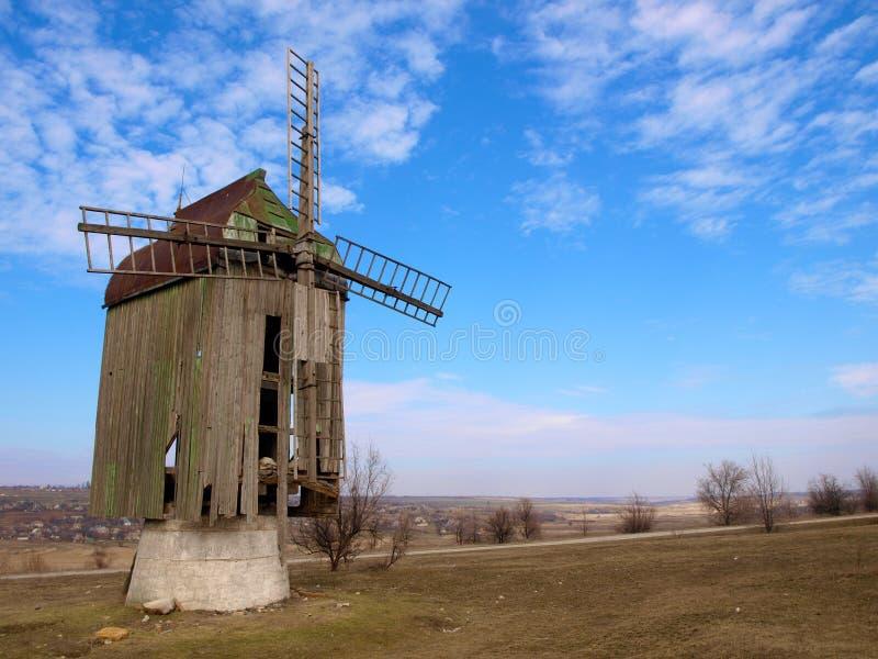 gammal windmill royaltyfri bild