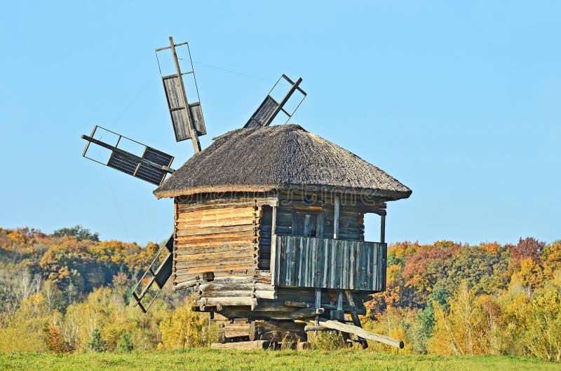 Download Gammal windmill fotografering för bildbyråer. Bild av historia - 27277749