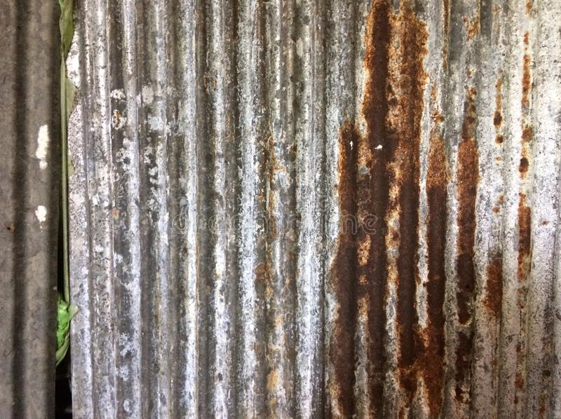 Gammal zink är rostig som en bakgrund fotografering för bildbyråer