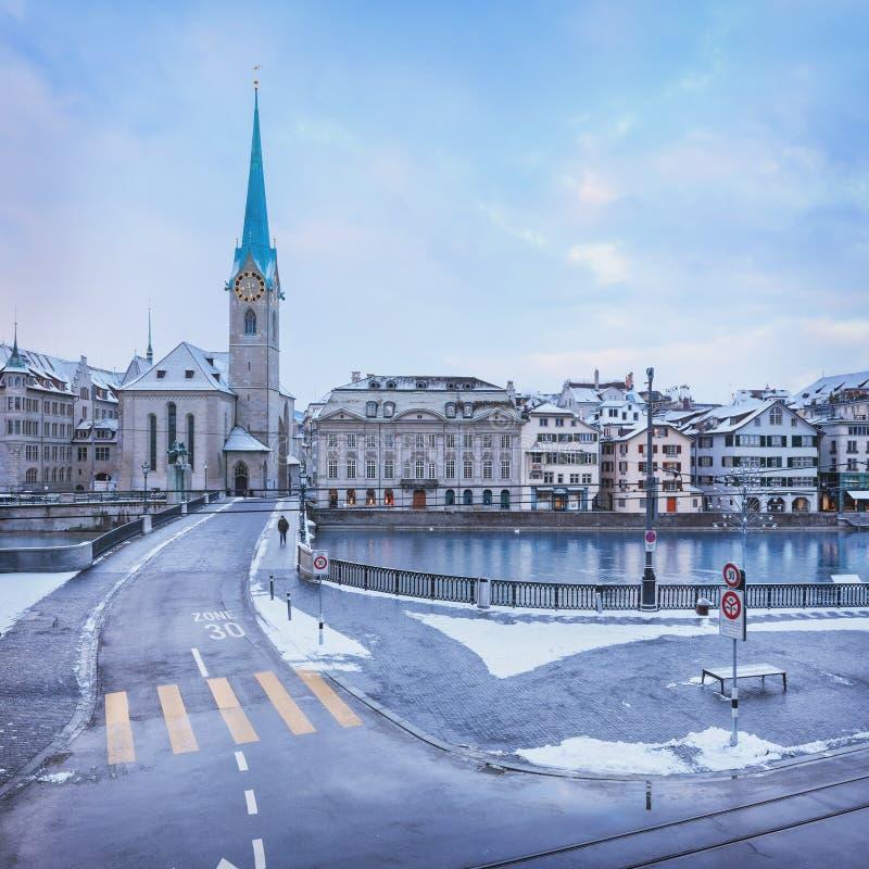 Gammal Zurich stad i vintern, sikt på sjön royaltyfria bilder