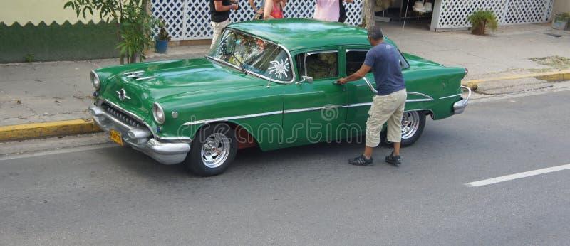 Gammala amerikanska Opel. Kuba. Varadero. fotografering för bildbyråer