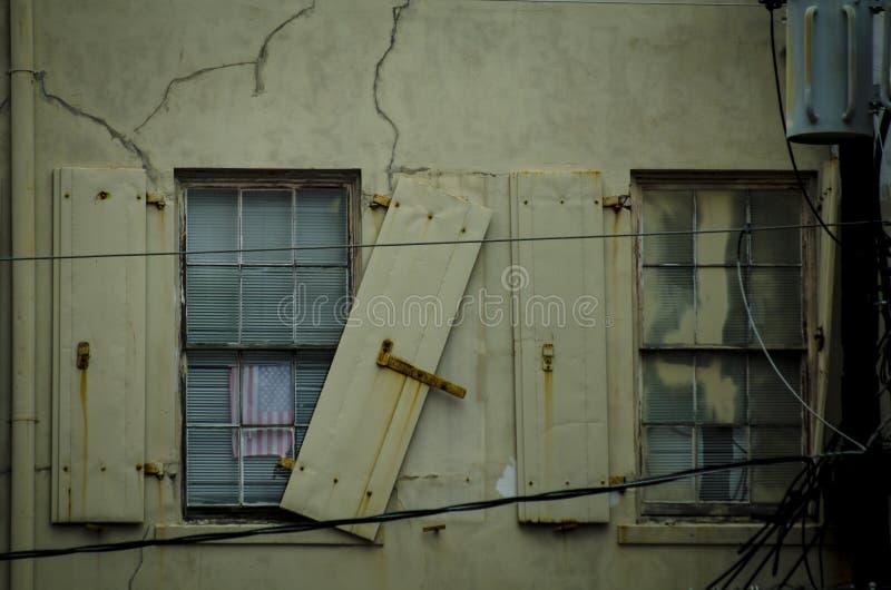 Gammala byggnadsfönster arkivfoton