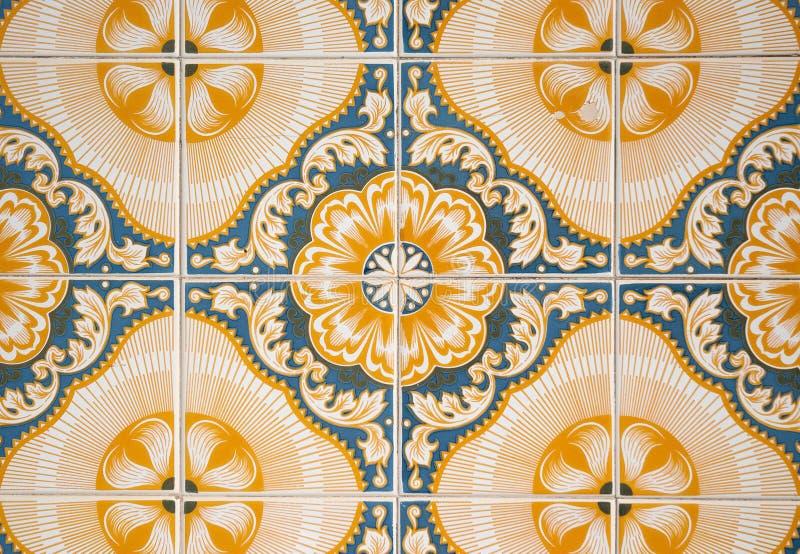 gammala dekorativa tegelplattor royaltyfri bild