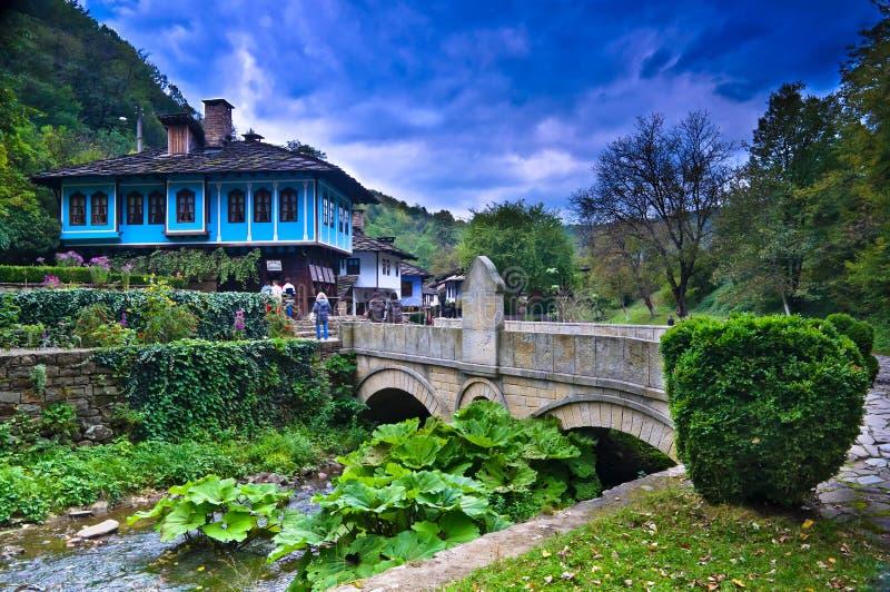gammala ethnographic hus bulgaria för komplicerad etara arkivbilder