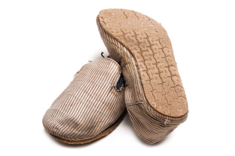 gammala skor halkar slitet royaltyfri foto