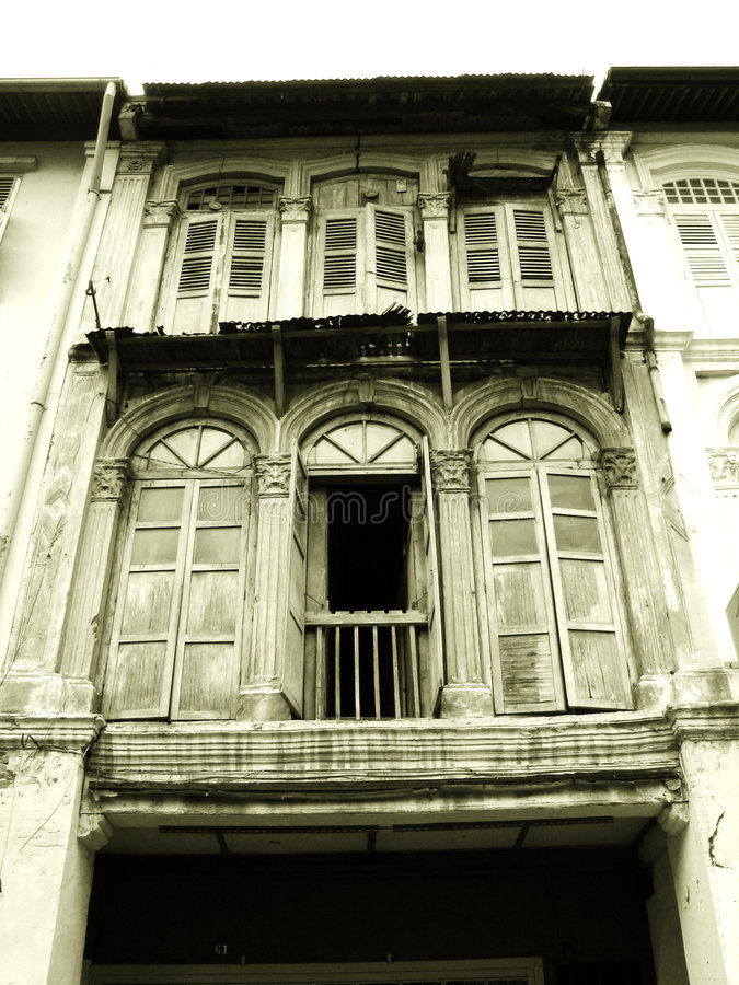 gammala träshophousefönster arkivfoto