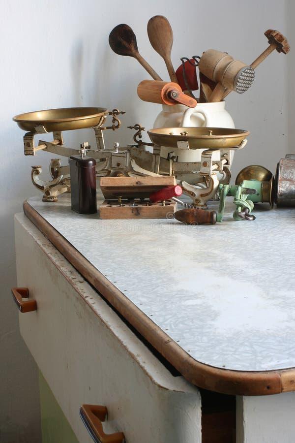 gammala utensils för kök arkivbild