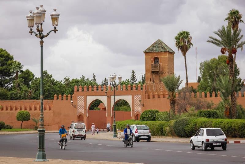 gammala väggar för stad Bab Irhli marrakesh morocco royaltyfri foto