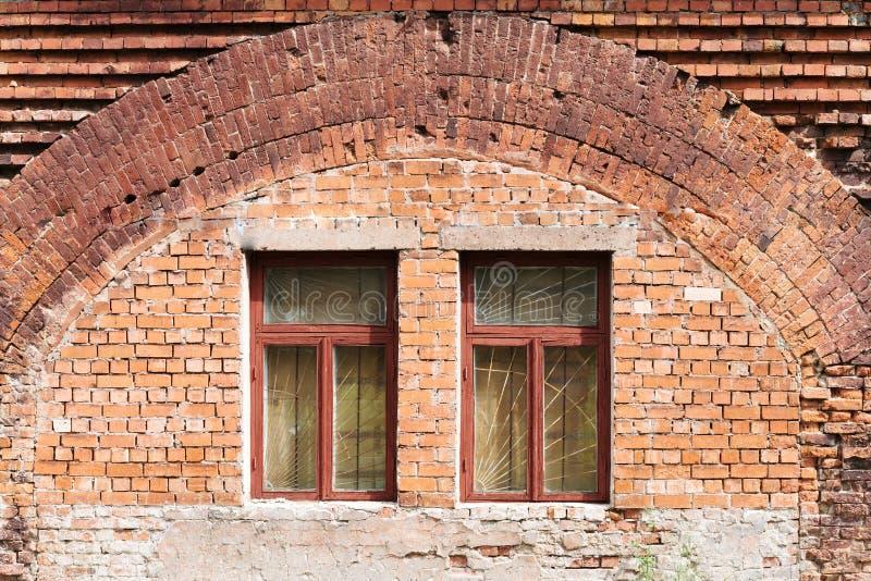 gammala väggfönster för tegelsten royaltyfri fotografi