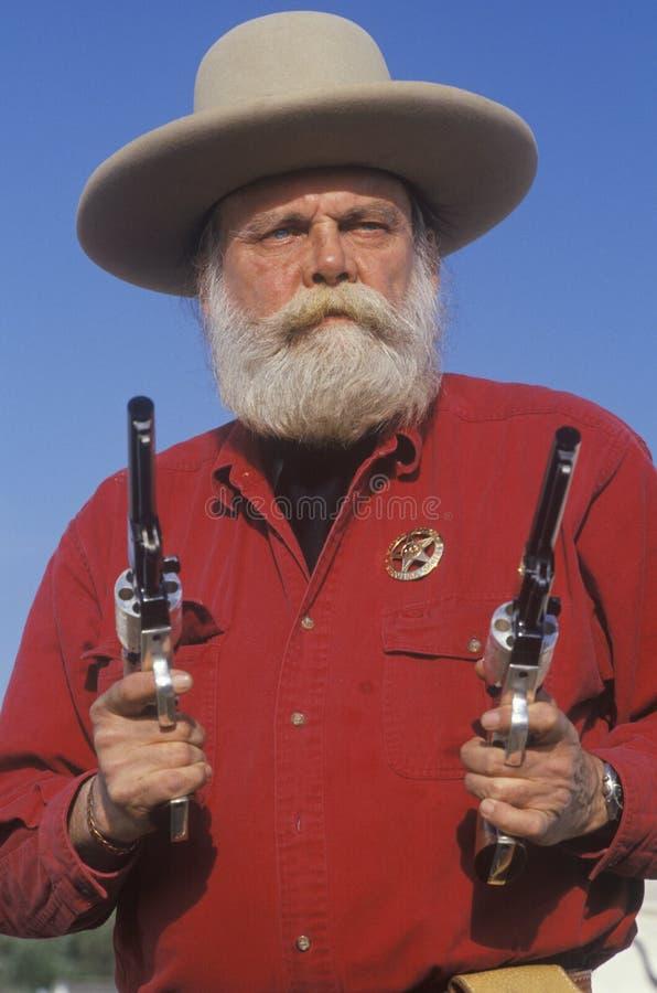 Gammala västra gunslingerteckningstrycksprutor fotografering för bildbyråer