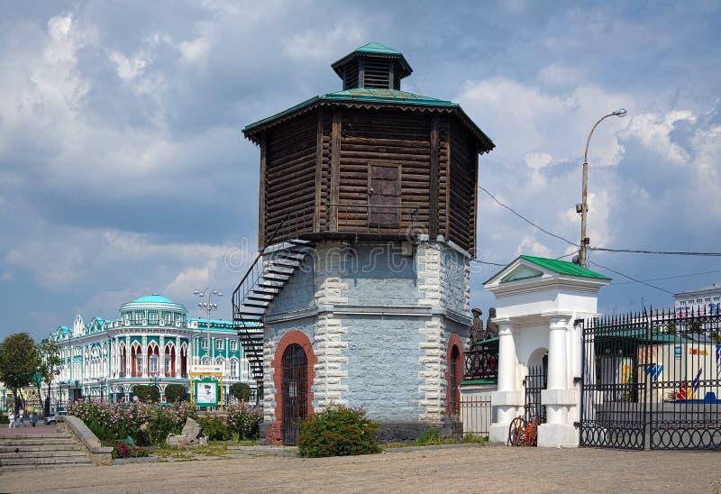 Gammala Water står hög i Yekaterinburg, Ryssland arkivfoton