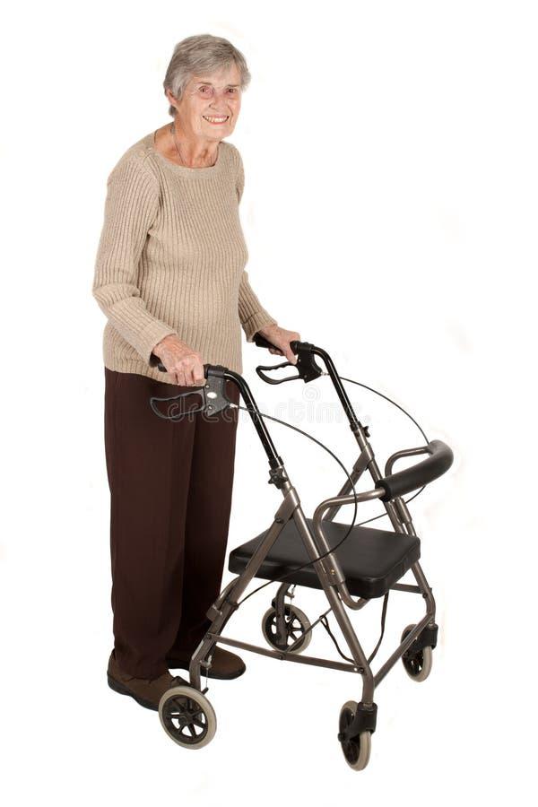 gammalare fotgängarekvinna royaltyfri bild