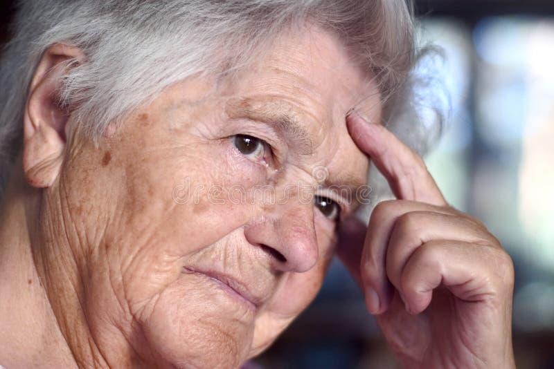 gammalare kvinna arkivfoton