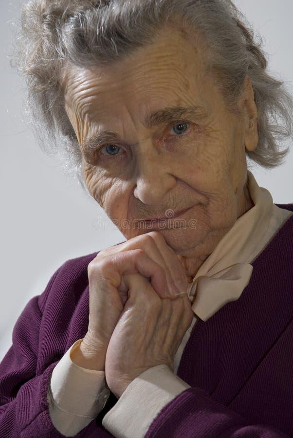 gammalare kvinna arkivfoto