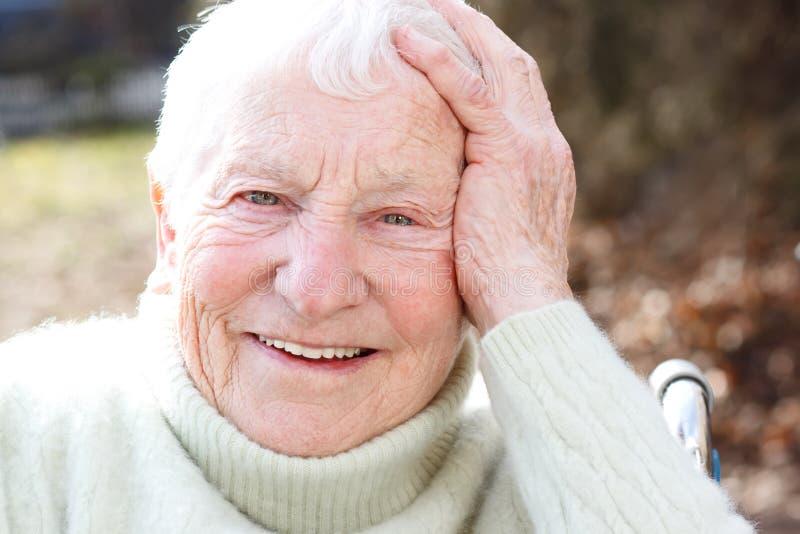 gammalare lycklig kvinna fotografering för bildbyråer