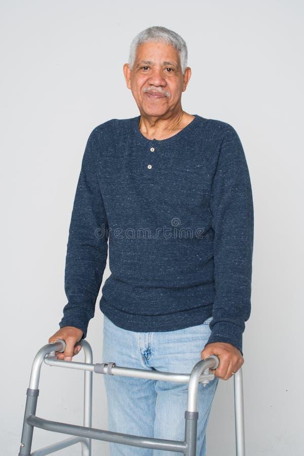 gammalare manpensionär arkivfoto