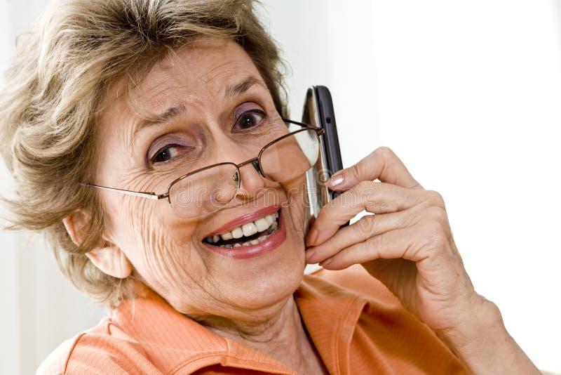gammalare mobil telefonkvinna arkivbilder