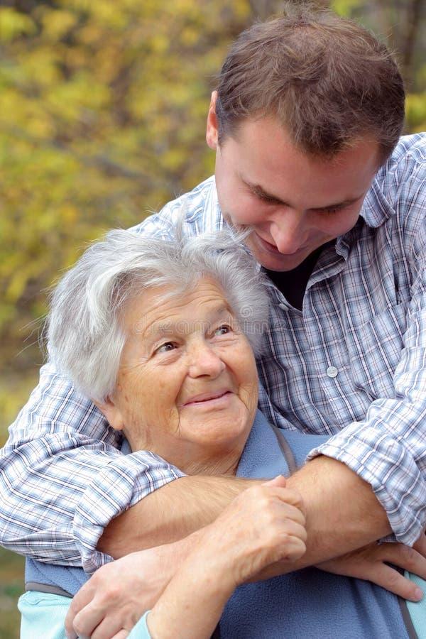 gammalare sonson henne kvinna royaltyfri foto