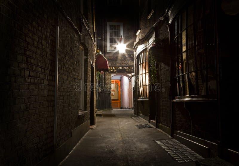 Gammalmodig London bakgata fotografering för bildbyråer