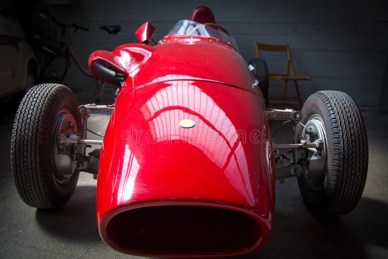 Gammalmodig röd tävlings- bil fotografering för bildbyråer