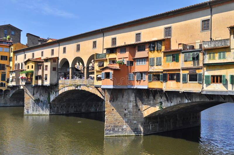 Gammalt överbrygga i Florence arkivfoto