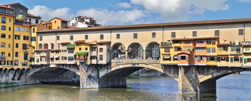 Gammalt överbrygga i Florence royaltyfria bilder