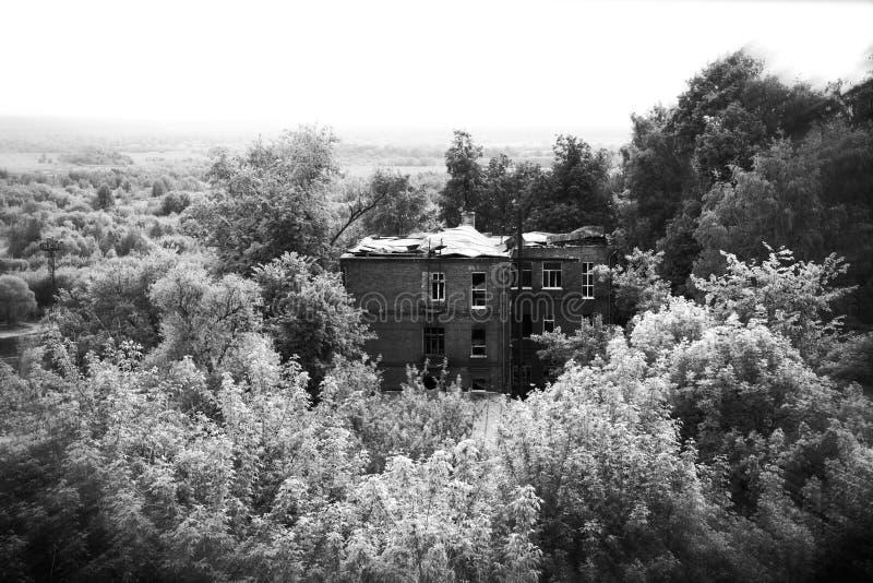 gammalt övergivet hus fotografering för bildbyråer