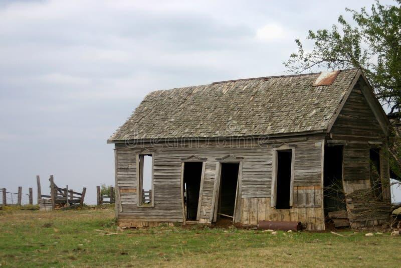 gammalt övergivet lantbrukarhem royaltyfria foton