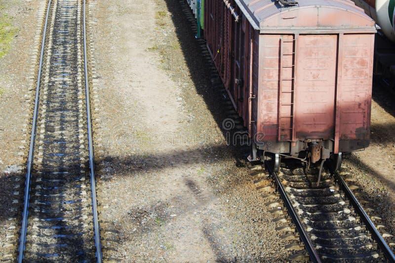 Gammalt anseende för järnväg vagn på järnvägen royaltyfri fotografi