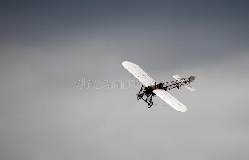 Gammalt antikt flygplan royaltyfri bild