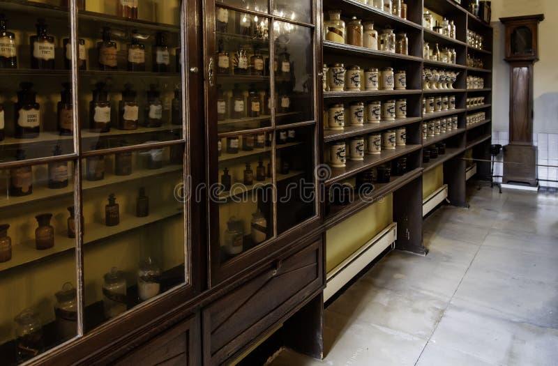 Gammalt apotek i Bruges fotografering för bildbyråer