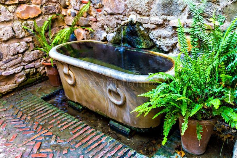 Gammalt badkar på Alcazaba, Malaga royaltyfria foton