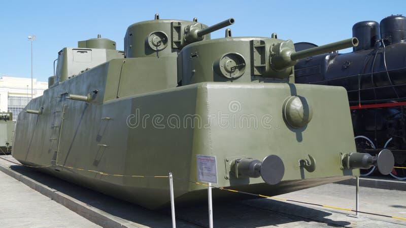 Gammalt bepansrat drev i museet av militär utrustning royaltyfria bilder