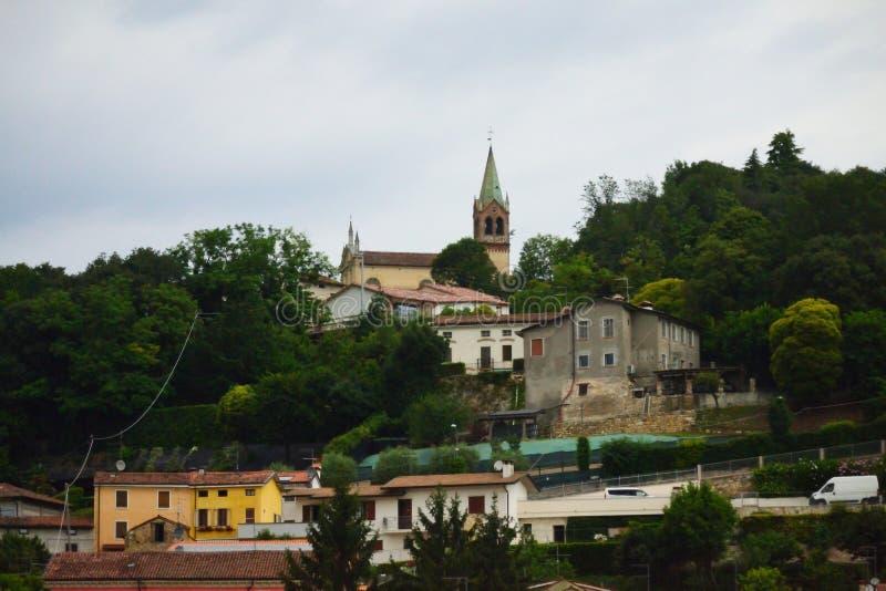 Gammalt bergstoppbylandskap av Vicenza Veneto Italy fotografering för bildbyråer
