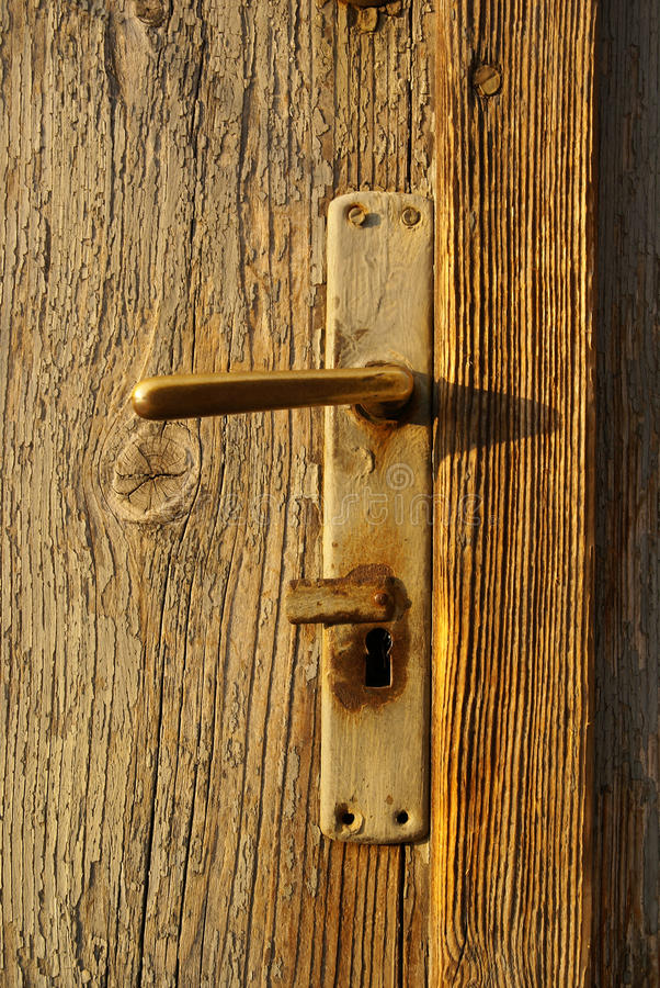 gammalt dörrhandtag arkivfoto
