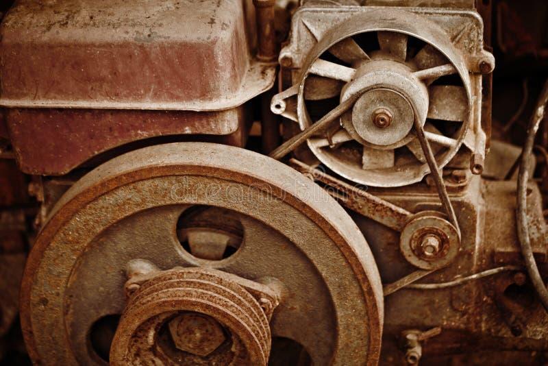 Gammalt dilapidated maskineri royaltyfri bild