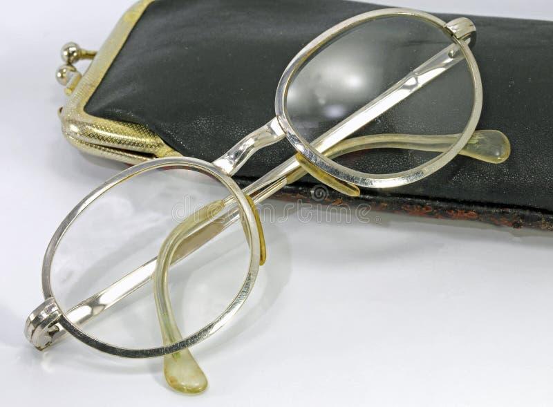 gammalt exponeringsglas för modetappningsilver och läderfall royaltyfri fotografi