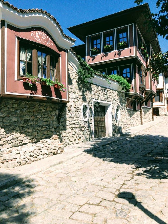 gammalt färgrikt hus royaltyfria bilder