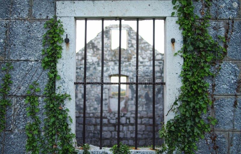 gammalt fönster för hus fotografering för bildbyråer